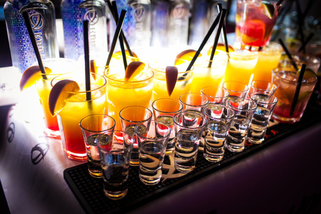 8-10.07_Cocktails_Bar_Fest